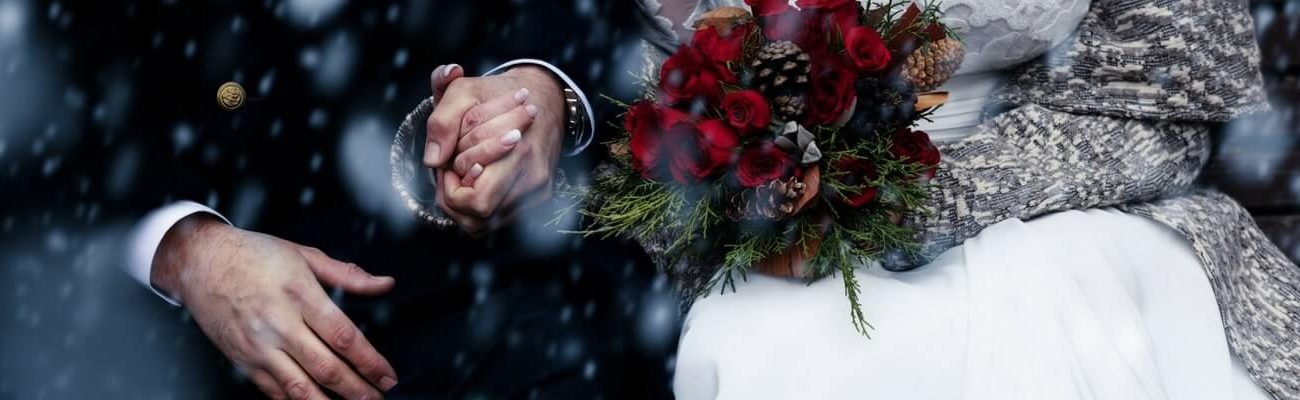 Couple married in Winter